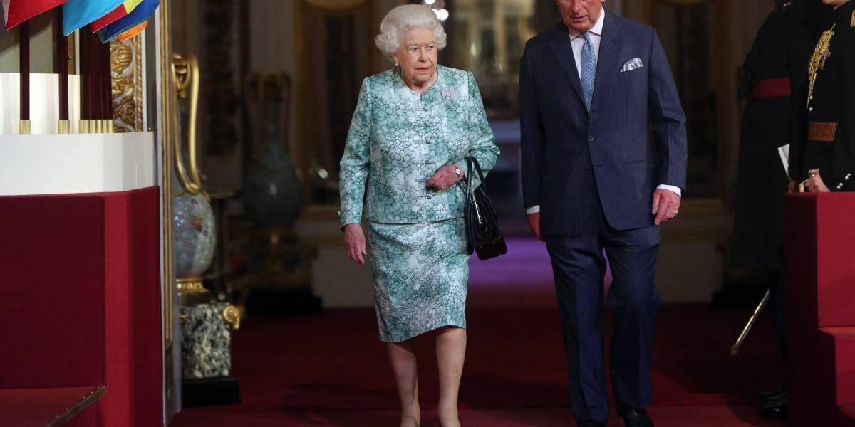 """""""Hijito de mamá"""": la reina Isabel II intenta asegurar el puesto de Carlos en la Commonwealth"""