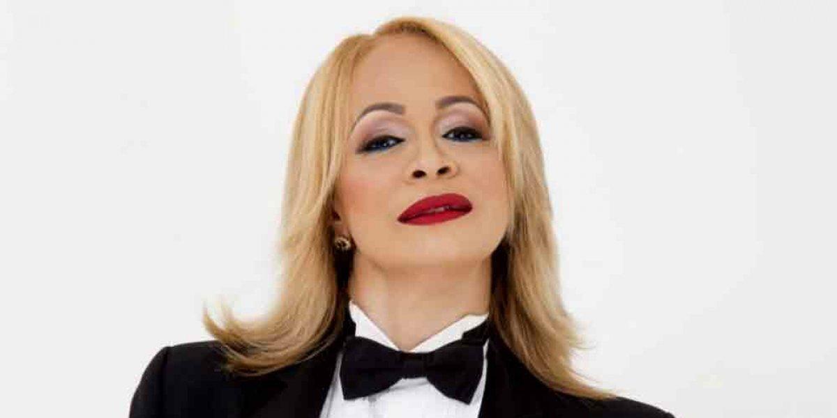 """Miriam Cruz estrenó merengue """"Terremoto"""""""