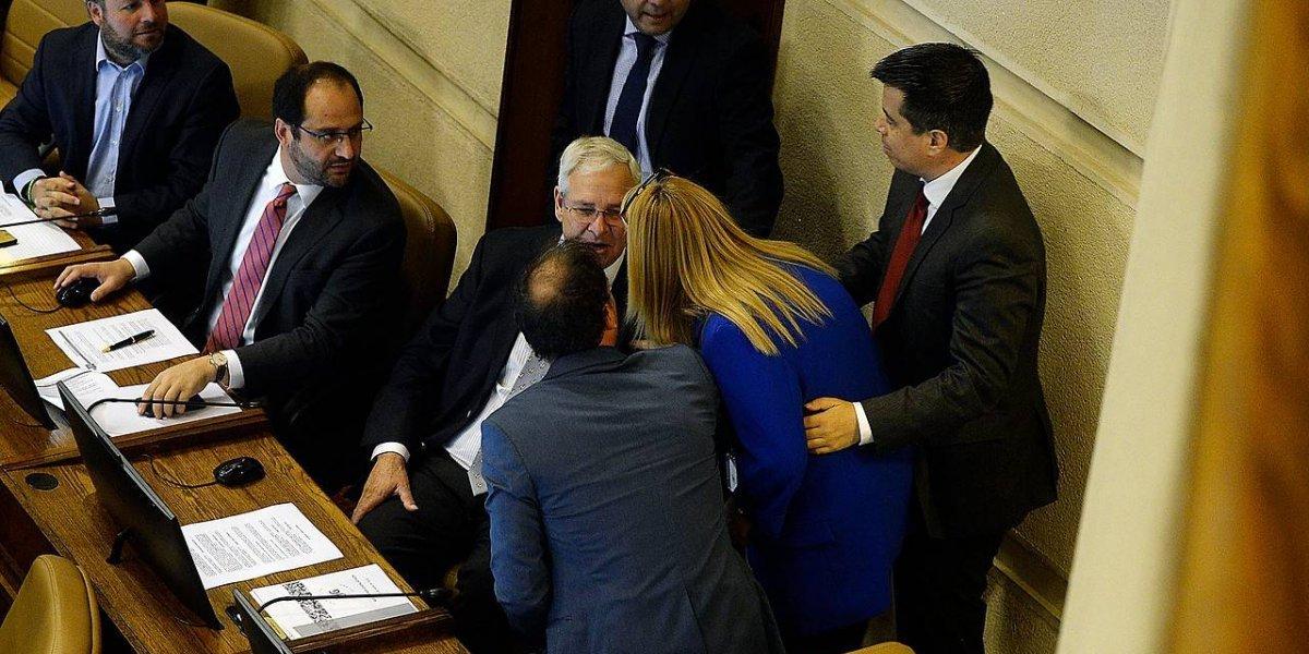 """El momento exacto en que Ignacio Urrutia desata la furia de Pamela Jiles y otros diputados por tratar de """"terroristas"""" a exiliados"""