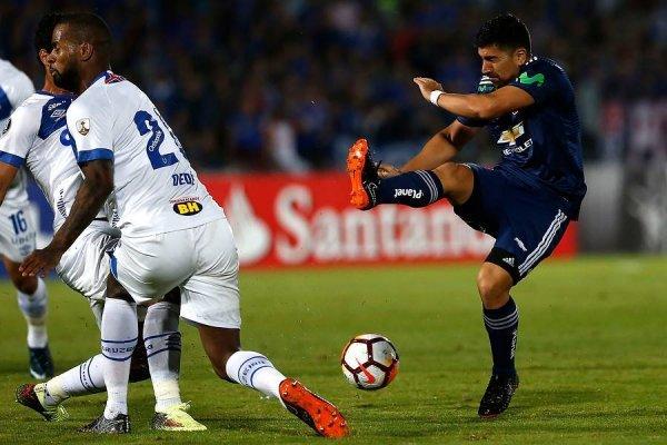 David Pizarro buscó generar riesgo de múltiples formas ante el defensivo Cruzeiro / Foto: Photosport