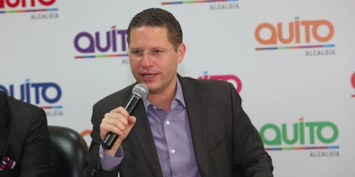 Mauricio Rodas se queja de las paradas de bus que fueron dañadas con ácido Quito informa