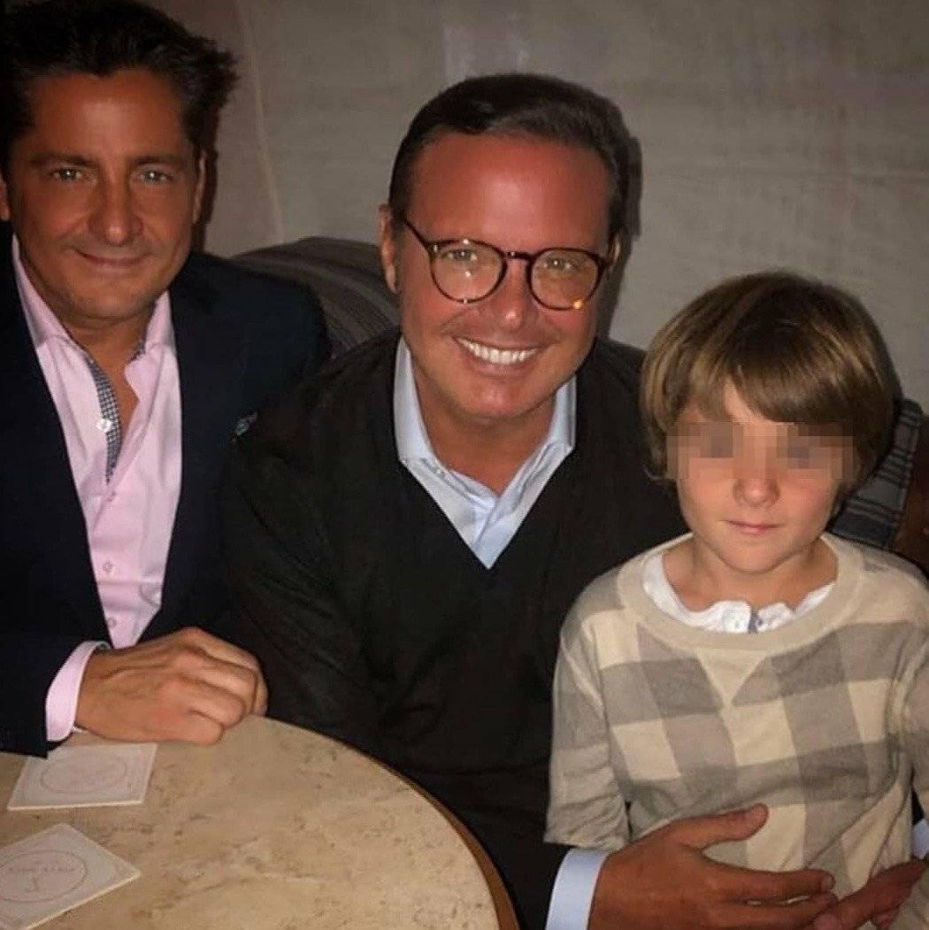 Luis Miguel con su hermano y sobrino.
