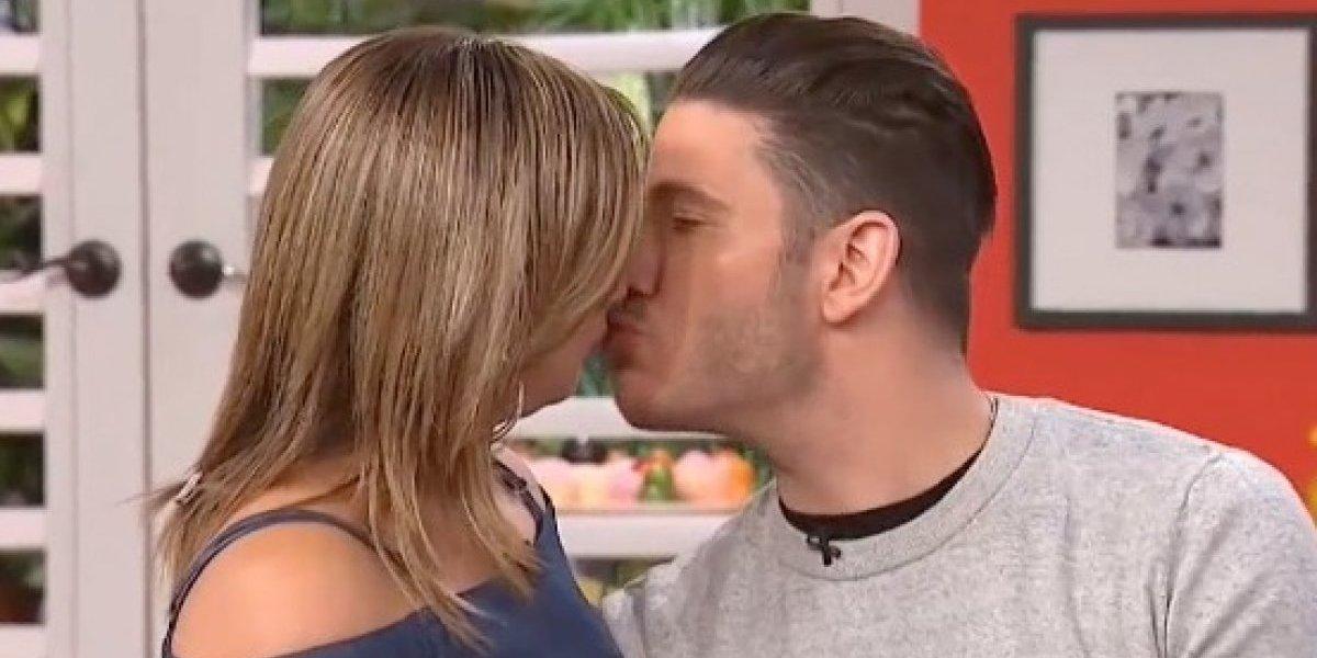 Captan a Adamari López besando a otro hombre