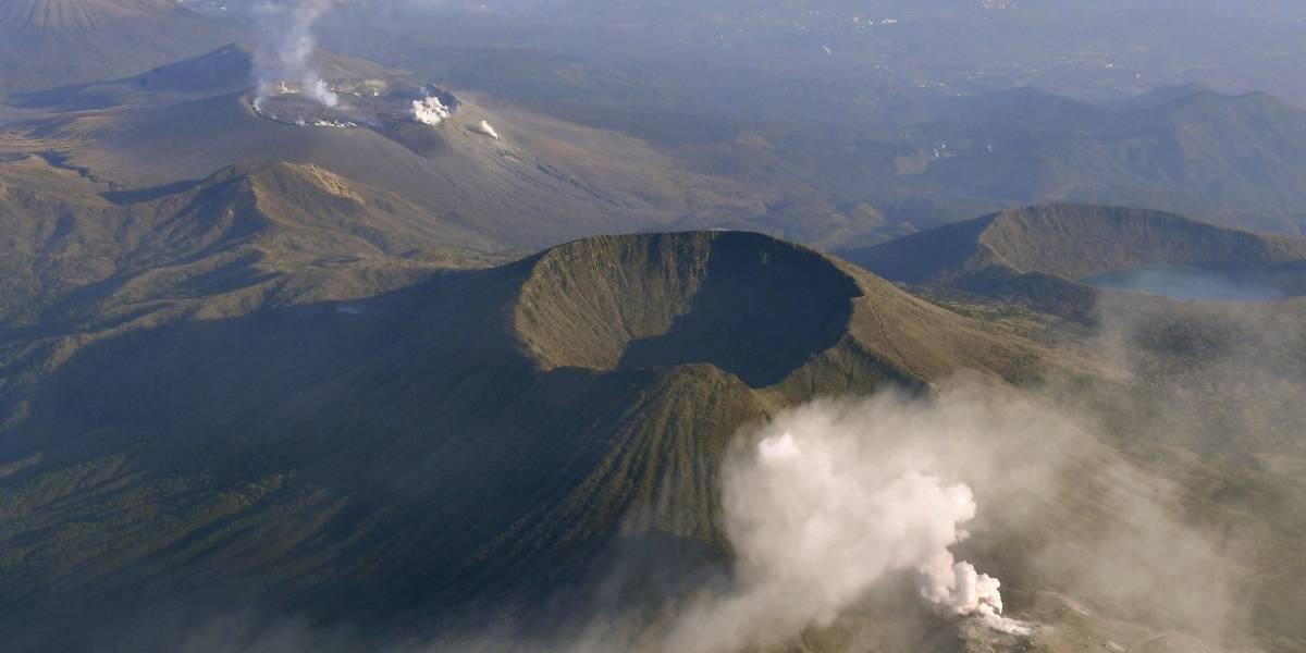 Volcán en Japón hace erupción por primera vez en 250 años