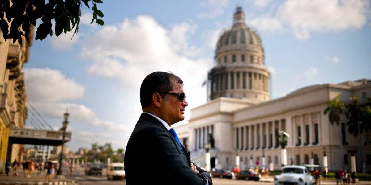 """""""Se me cae la cara de vergüenza"""": Rafael Correa se disculpa por decisión del gobierno ecuatoriano en negociaciones entre el ELN y Colombia"""