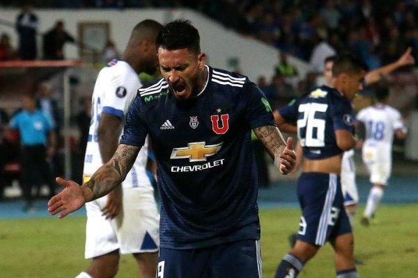 Mauricio Pinilla dejó en evidencia su rabia tras el empate sin goles entre la U y Cruzeiro / Foto: Agencia UNO