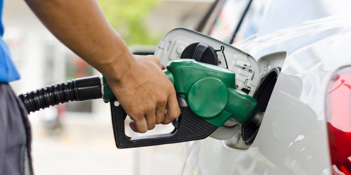 Combustibles aumentarán entre 2 y 4 pesos por galón