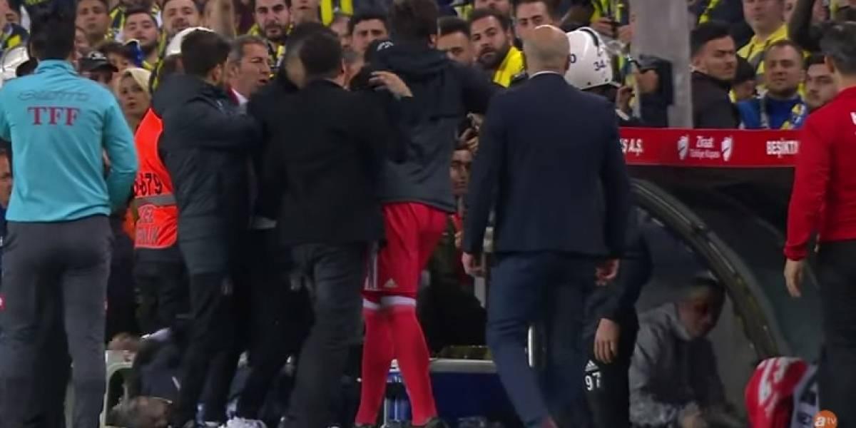 VIDEO: Aficionados hirieron a técnico y suspendieron el partido