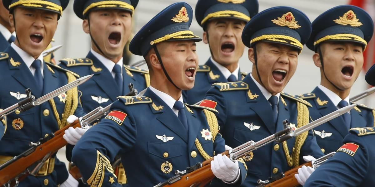 """""""Los soldados chinos no podrán hacer match"""": China les prohíbe buscar pareja y vender por internet"""