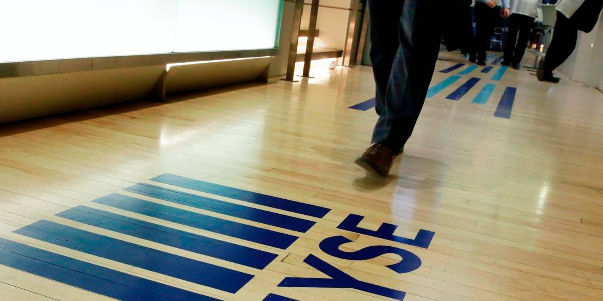 Desplome de sector tecnológico golpea a Wall Street