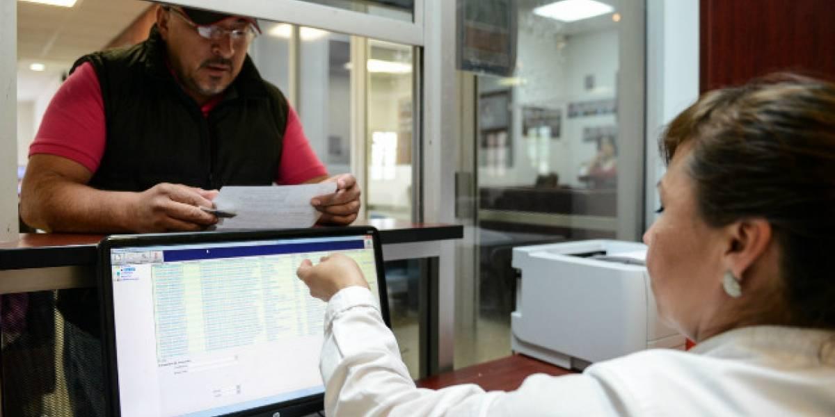Gobierno ecuatoriano ordena simplificar trámites vía decreto