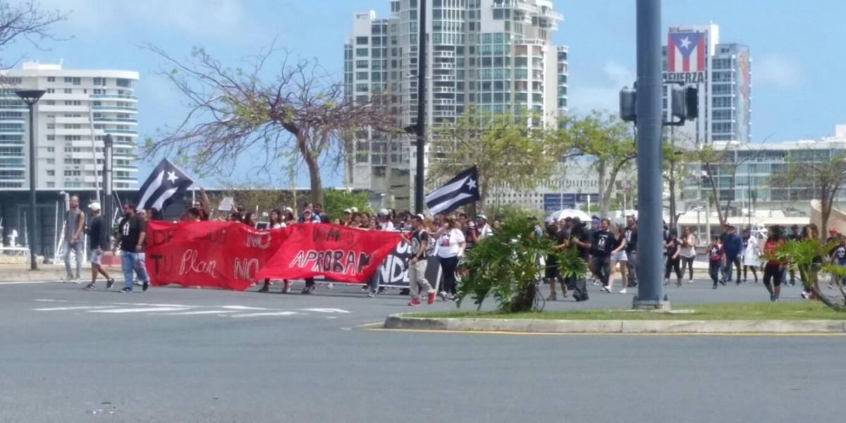 Estudiantes UPR marchan para que JCF no certifique plan fiscal