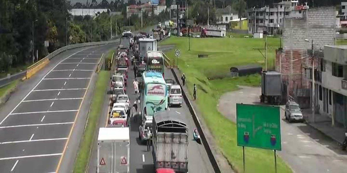 Se reporta accidente de tránsito entre 5 vehículos livianos