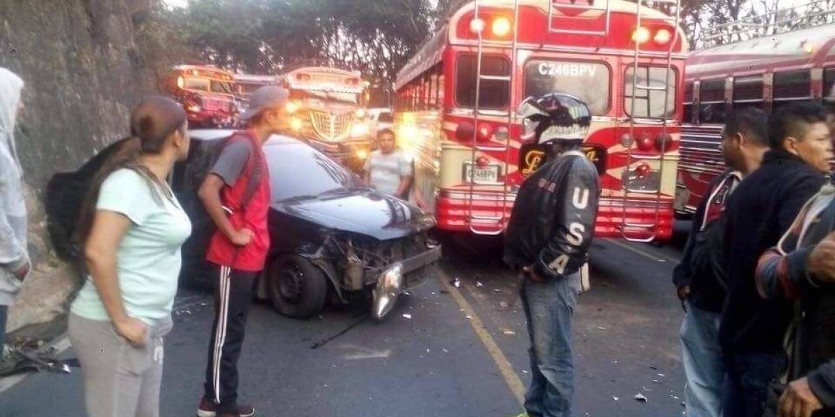 Complicaciones en el tránsito por accidente vial en avenida Hincapié