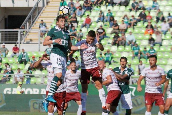 El argentino Ezequiel Luna fue titular en la zaga de Wanderers / Foto: Agencia UNO