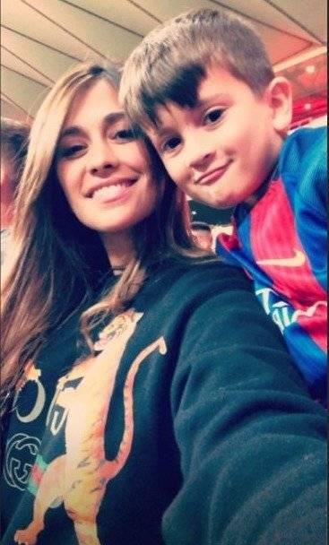 Antonella Roccuzzo junto a Thiago