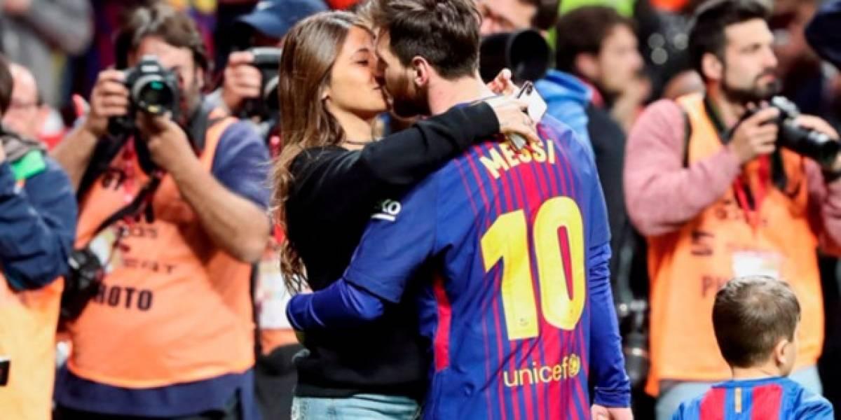 El beso de antonela a Messi tras ganar la Copa del Rey