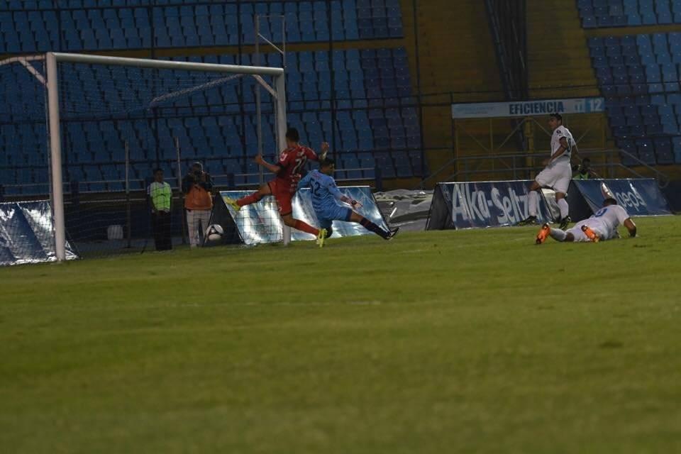 El primer gol de Acuña
