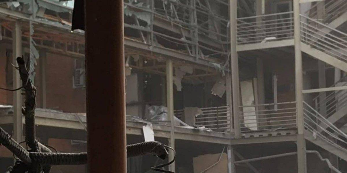 Posibles atrapados por explosión: bomberos trabaja a toda máquina para buscar sobrevivientes en Sanatorio Alemán