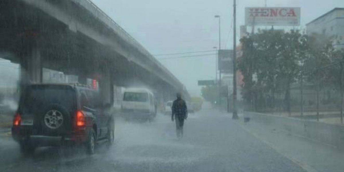 Diez provincias siguen en alerta por lluvias que continuarán esta tarde