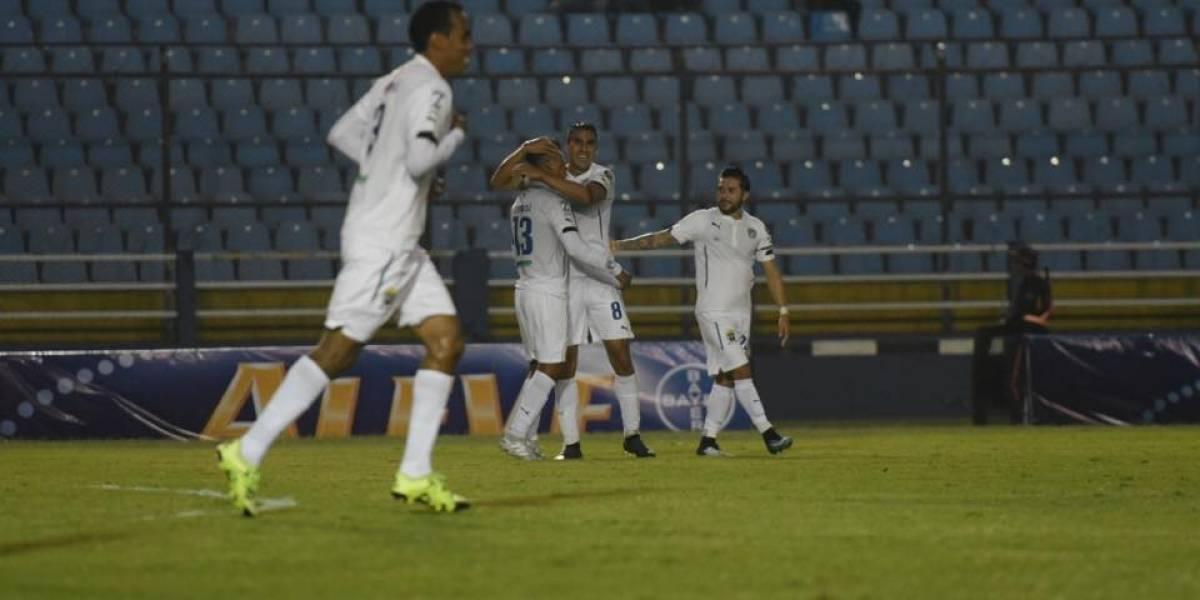 Acuña se inspira y hace soñar a Comunicaciones en el Torneo Clausura