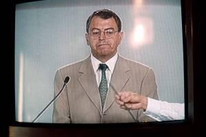Manuel Camacho Solís, durante el ensayo a puerta cerrada que se realizó en el World Trade Center previo al debate presidencial. Era candidato por el Partido de Centro Democrático.