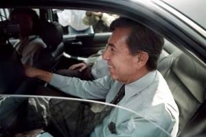 El candidato del PRD Cuauhtémoc Cárdenas a su llegada al WTC donde reviso el sonido, iluminacion y colocación que utilizó durante el debate presidencial de abril del año 2000.