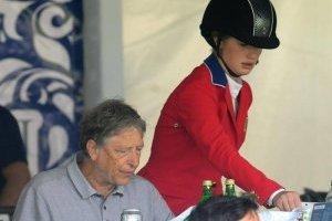 Bill Gates asiste a México para apoyar a su hija en encuentro hípico