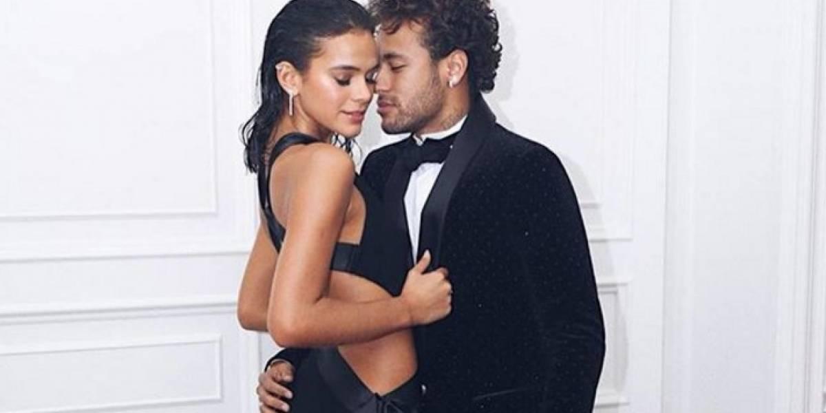 Novia de Neymar enamora a sus seguidores al mostrar su lado más sensual