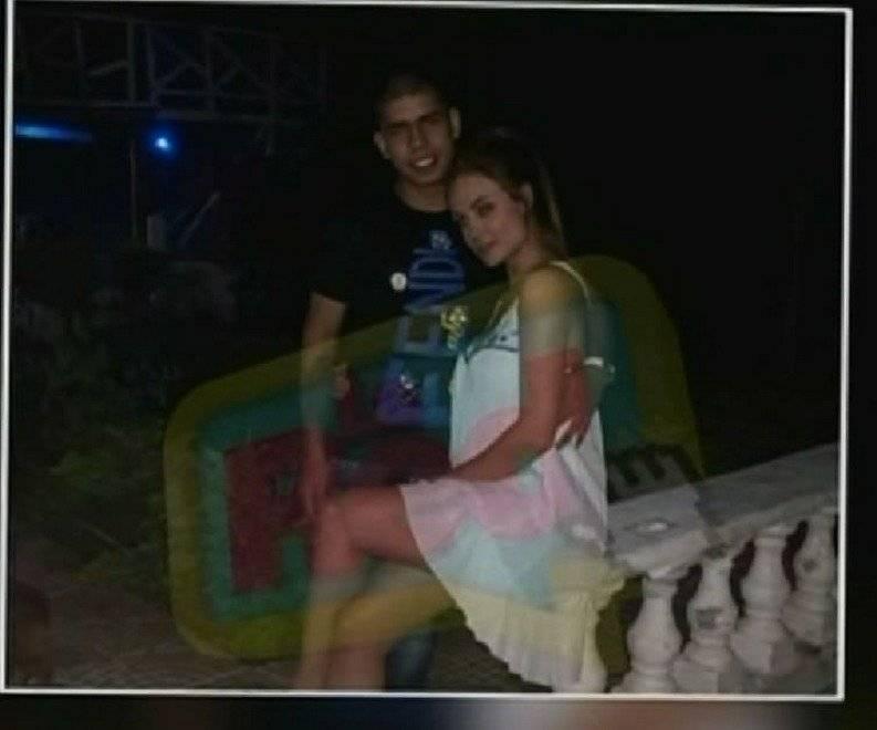 Sara Uribe e hijo de alias 'Don Mario' en Año Nuevo / La Red Caracol Sara Uribe e hijo de alias 'Don Mario' en Año Nuevo / La Red Caracol
