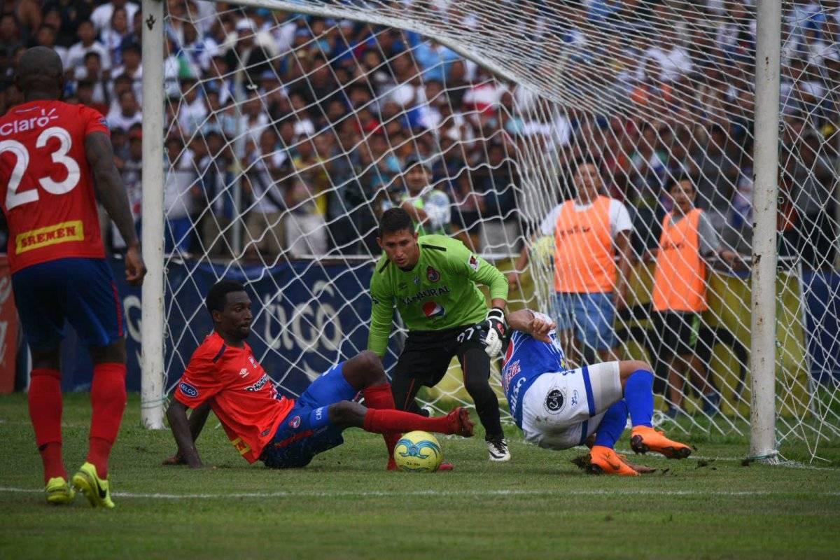 Abner Ubeda durante el juego ante Suchitepéquez