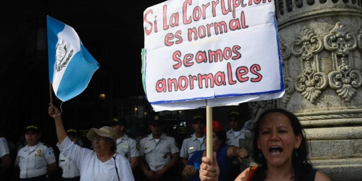 EN IMÁGENES. Guatemaltecos piden la renuncia del presidente Jimmy Morales