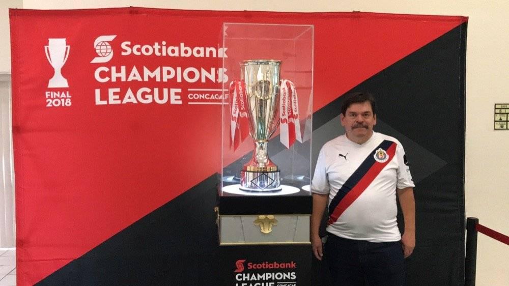 Fotogalería: Los tapatíos disfrutan el trofeo de Concacaf