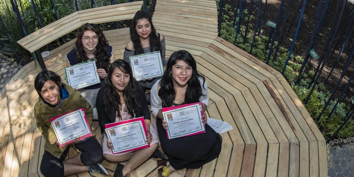 """Alumnas de la UNAM ganan certamen del festival """"Flores y Jardines FYJA 2018"""""""