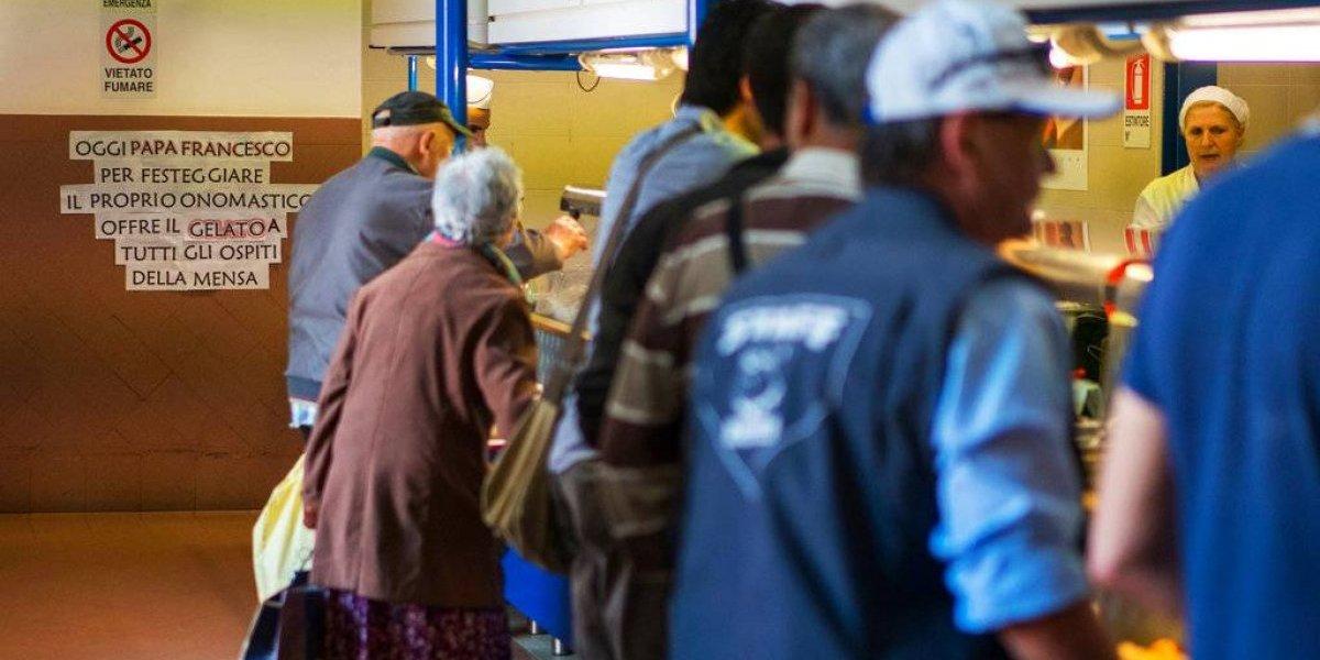 Francisco ofrece helado a los más necesitados en Roma