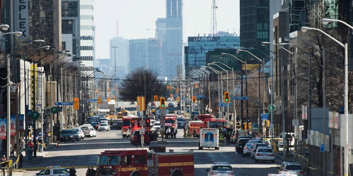 Diez muertos y 15 heridos deja atropello múltiple en Canadá