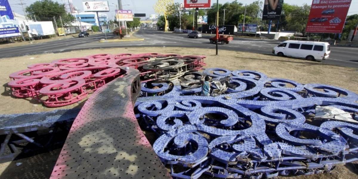 """Los """"arboles de la vida"""", símbolos del poder de Ortega destruidos en Nicaragua"""