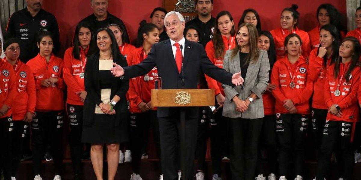 Presidente Piñera confundió a Rubén Marcos con Rubén Campos en pleno discurso en homenaje a la Roja femenina
