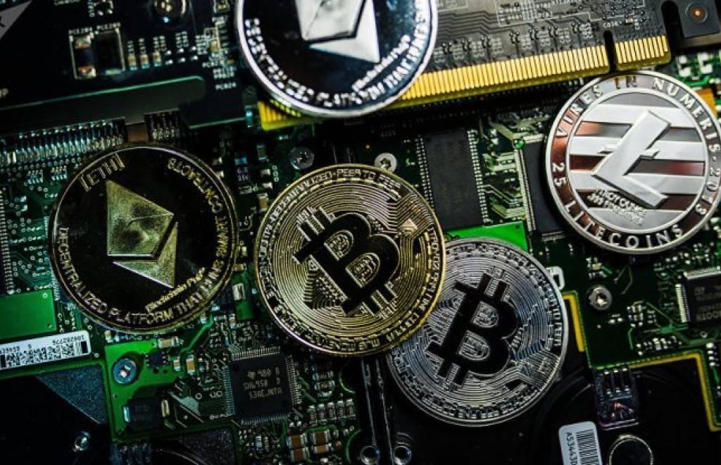 Prohíben a los bancos de Irán comercializar criptomonedas por lavado de dinero