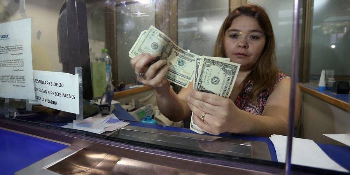 Dólar salta y se vuelve a colocar sobre los $600