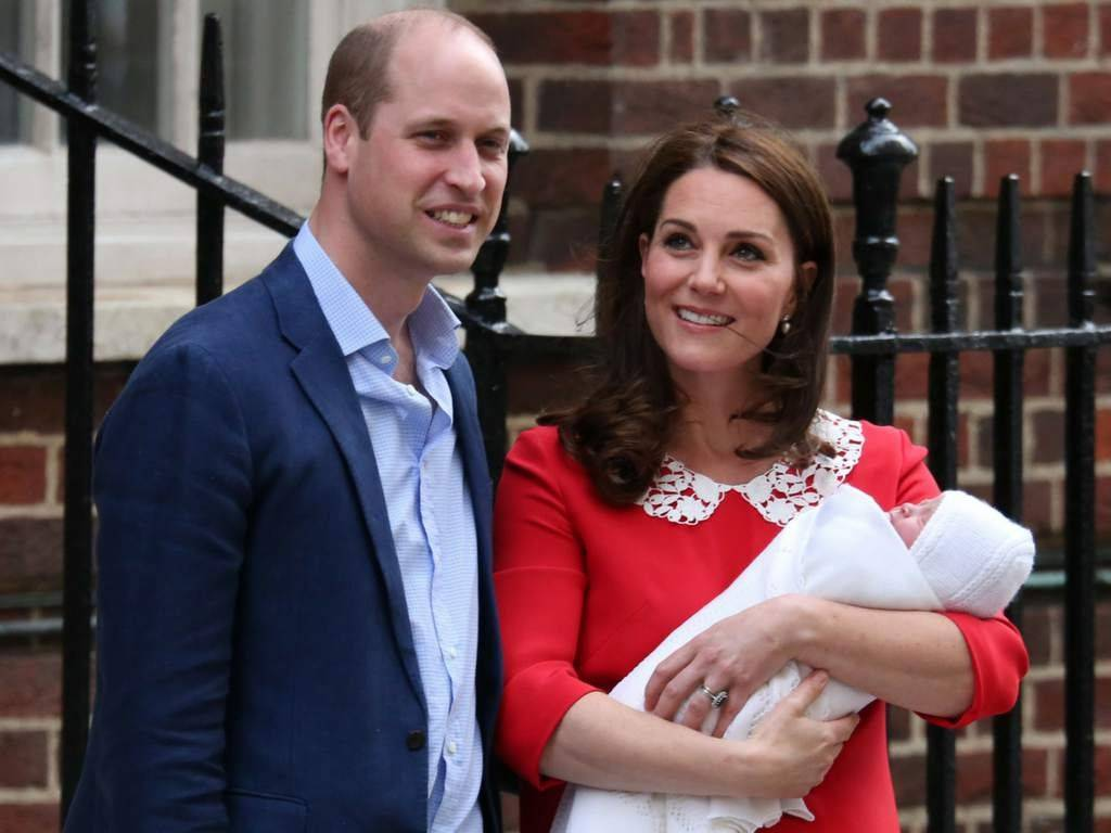 Príncipe William , Kate Middleton y su recién nacido