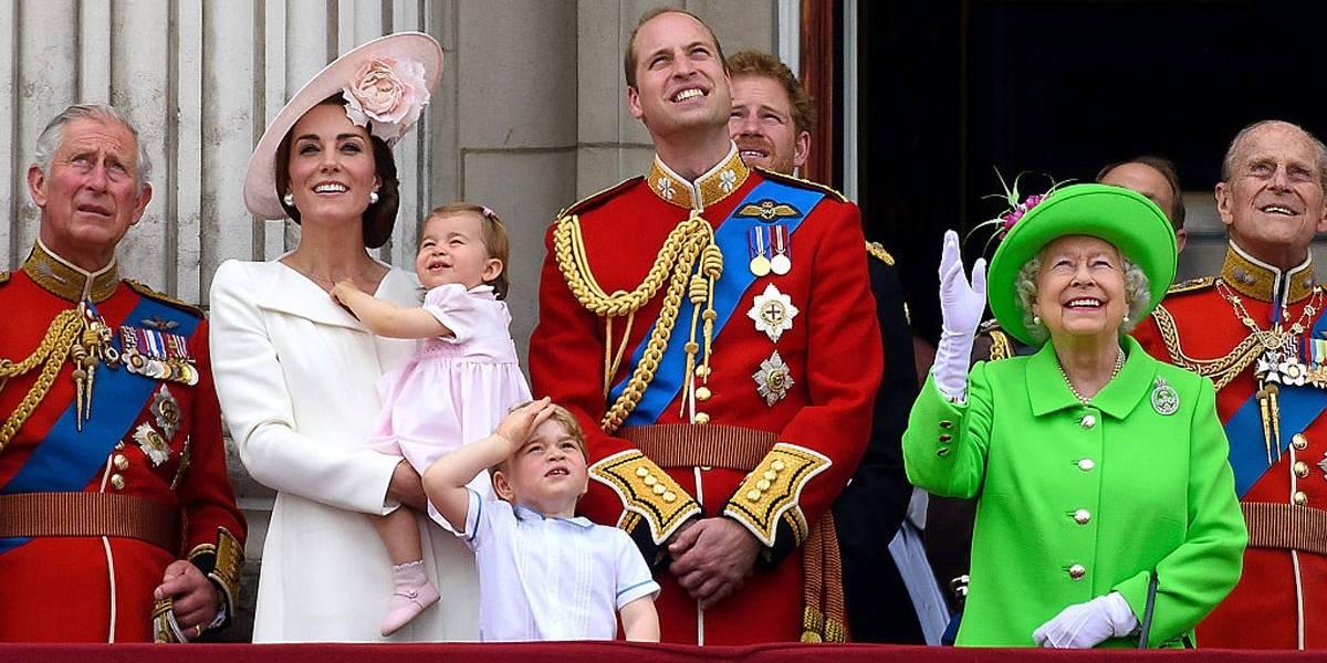 Veja como fica a linha de sucessão do trono inglês com o novo bebê real
