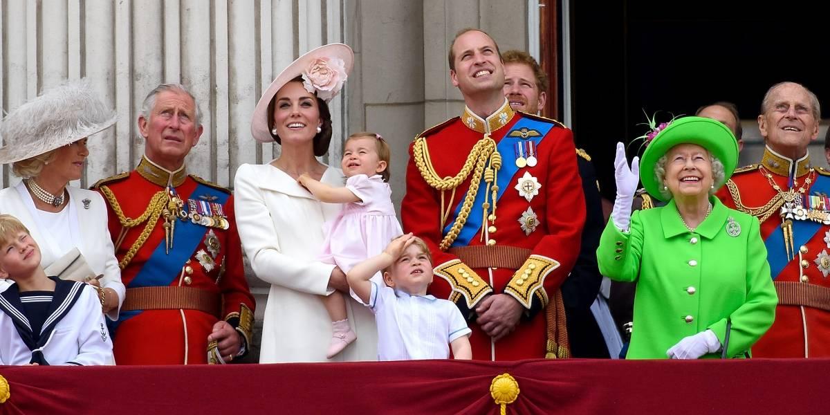 ¿Cómo queda la carrera por el trono tras el nacimiento del tercer hijo de Kate Middleton y el príncipe William?