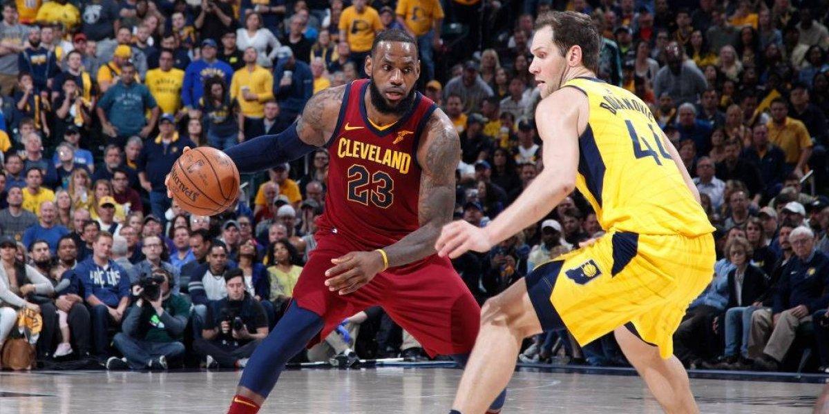 LeBron James y sus Cavs esquivan un golpe letal en los playoffs de la NBA