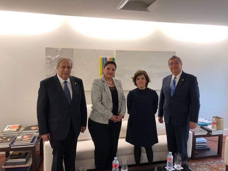 Vicepresidente Jafeth Cabrera y canciller Sandra Jovel en España. Foto: Gobierno de Guatemala