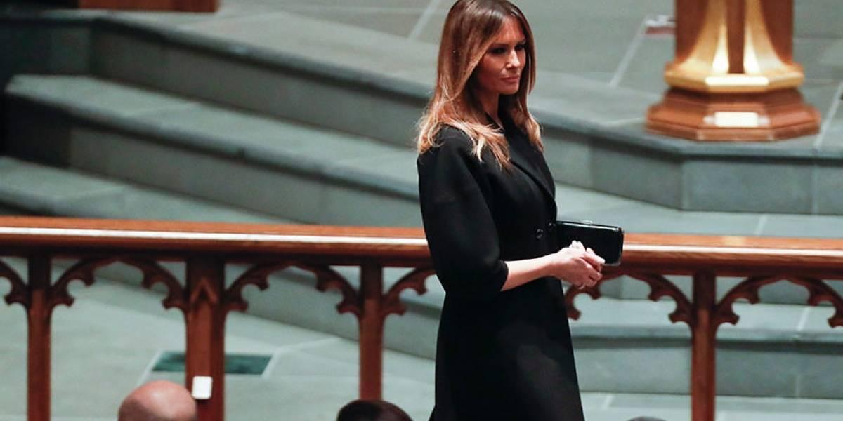 Melania Trump fue fotografiada sonriendo en el funeral de Barbara Bush