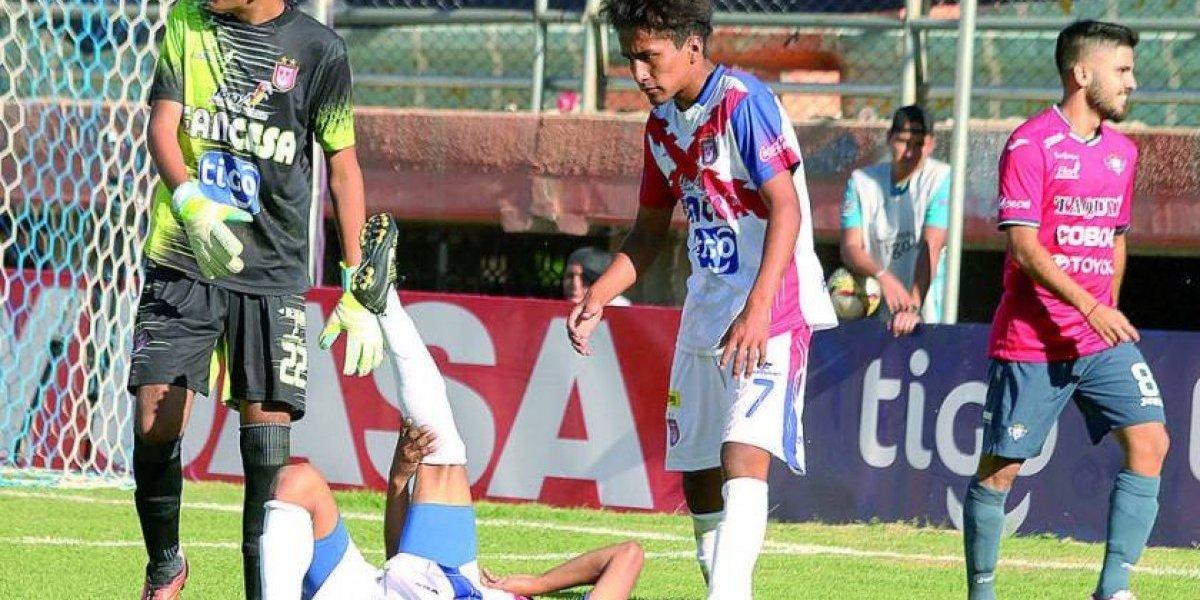El arquero tenía 15 años: Universitario de Sucre se presentó con once juveniles e hizo un papelón total
