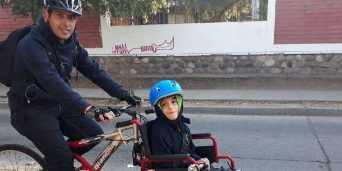"""""""¡Tremendo, felicitaciones!"""": le hizo modificaciones a su bicicleta para salir a pasear con su hijo y se convirtió en todo un ejemplo"""
