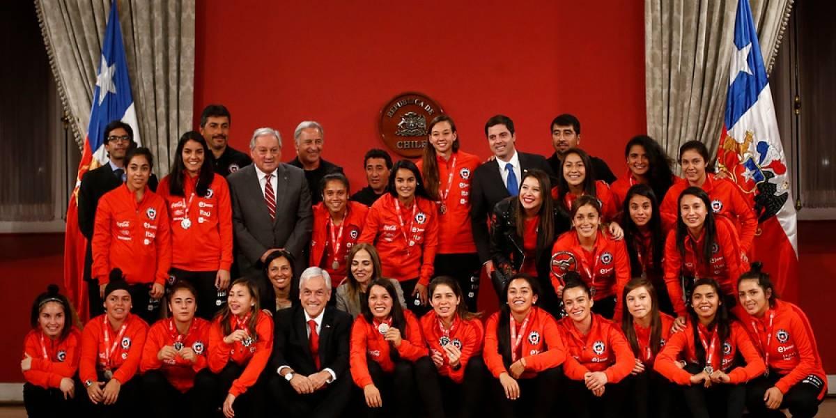 La Roja Femenina tuvo su homenaje en La Moneda tras clasificar al Mundial de Francia 2019