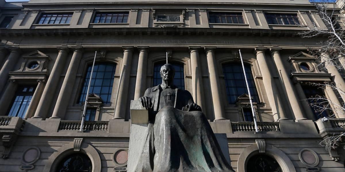 Profesor de teología presenta acción judicial contra Unversidad Católica